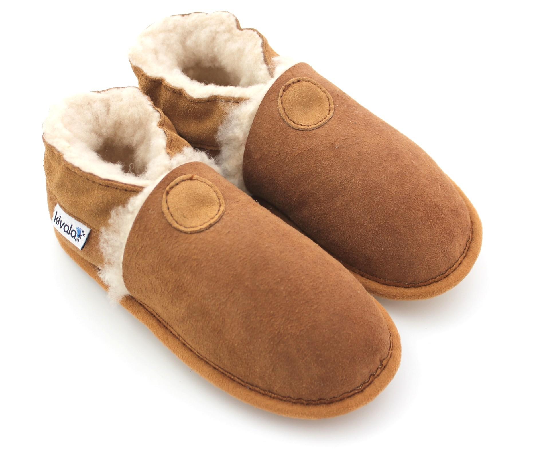 448e8cfe43de6 chaussons en cuir suède fourrés laine naturelle