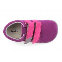 Barefoot Mia